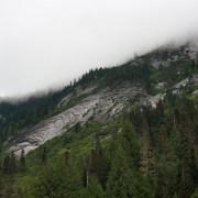Wolken sind den ganzen Tag über in den Bergen, doch es regnet nicht