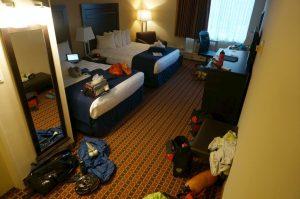 Unser Hotelzimmer mit zwei Queensize-Betten und reichlichst Platz am Boden