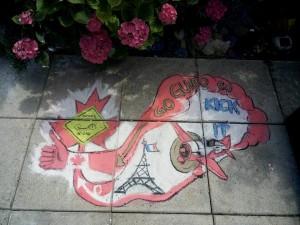 7.7.16, Wolfgang Seili, Kreide auf Waschbetonplatten. Aufmunterung spontan und schnell gezeichnet anlässlich Guidos Zwangspause in Paris