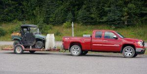 Batchawana Bay, Ontario. So typisch hier: irgendein Benzinbetriebenes Gerät hängt hinten immer dran... (hier bei einem Truck Stop)