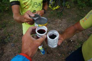 Wildcampen, irgendwo nach Espanola, Ontario. Feiern der 4000km mit Rotwein