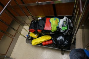 All mein Gepäck am Wagerl. Hotel Clarion, Sudbury, Ontario