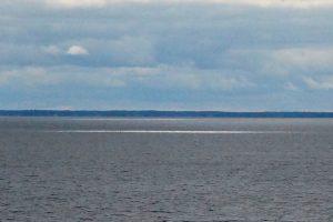 Blick auf den Lake Nipissing, Ontario: Das Weiße im Wasser ist Sonnenlicht, da die Wolkendecke kurz unterbrochen war