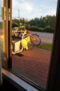 Blick aus unserem Hotelzimmer zum Wäschetrocknen. Hotel Travelodge, North Bay, Ontario