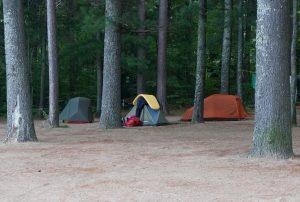 Am Campingplatz Pine Valley Resort in Stonecliff, Ontario. Unser Zeltplatz am Ufer zum Ottawa River