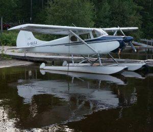 Wasserflugzeug am Campingplatz Morning Mist Resort in Stonecliff, Ontario. Ottawa River