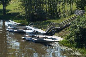 vor Fassett, Quebec. Wasserflugzeuge liegen in einem Nebenarm des Ottawa Rivers