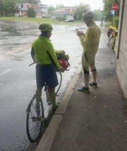 9 km vor dem Ziel. Handy funktioniert nicht mehr. Navigation nicht mehr möglich. Starkregen. Nahe Montreal, Quebec