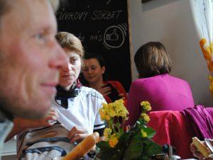 Alpo Kuusisto bei Kaffee und Kuchen