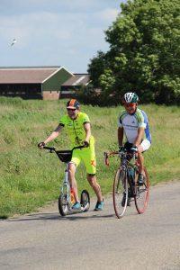 Guido unterwegs mit einem Radfahrer, der zum 47. Mal teilnimmt (c) Dooitze van den Berg